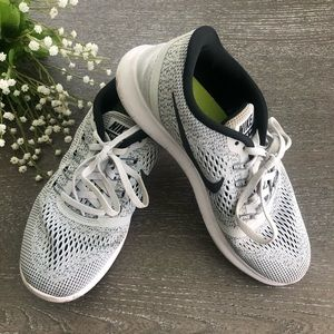 Nike shoes women size 8